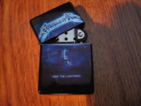 Metallica, doplňovací benzínový zapalovač s vypalovaným obrázkom (balené v darčekovej krabičke)