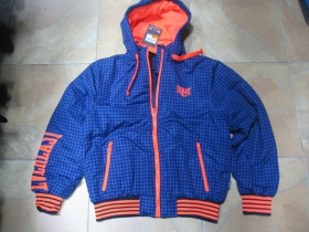 Everlast zimná bunda modré káro s kapucou a zipsovými vreckami po bokoch s oranžovým nápisom na rukáve, materiál 100%polyester