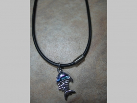 """""""FISHBONE"""" kovový chrómovaný prívesok na krk na plastikovej šnúrke s kovovým zapínaním"""