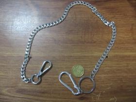 kovová reťazová kľúčenka na nohavice chrómovaná, na koncoch s krúžkom a karabínkou