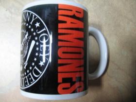 Ramones porcelánový pohár - šálka s uškom, objemom cca. 0,33L