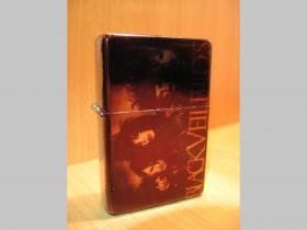 Black Veil Brides, doplňovací benzínový zapalovač s vypalovaným obrázkom (balené v darčekovej krabičke)