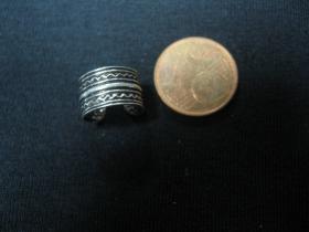 náušnica s ornamentom široká (cena za 1 kus)