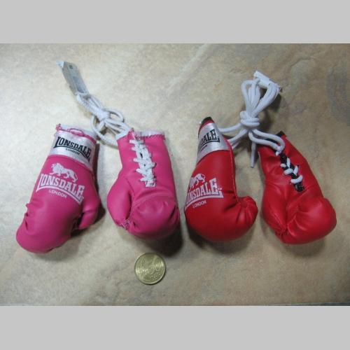Lonsdale mini Boxerské rukavice prívesok na šnúrke vhodný aj do interiéru  auta pre zavesenie na spätné 542e0d9c45