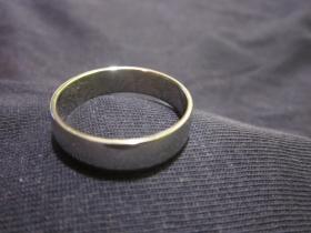 Prsteň, čistý krúžok antikorový, požadovaný priemer, alebo vnútorný obvod v milimetroch napíšte na konci objednávky do rubriky KOMENTÁR)