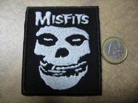 Misfits nažehľovacia nášivka vyšívaná (možnosť nažehliť alebo našiť na odev)