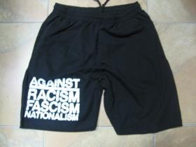 Against Racism, Fascism, nationalism  čierne teplákové kraťasy s tlačeným logom