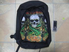Asilay Dying, ruksak čierny, 100% polyester. Rozmery: Výška 42 cm, šírka 34 cm, hĺbka až 22 cm pri plnom obsahu