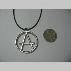 Anarchy áčko v krúžku  kovový chrómovaný prívesok na krk na plastikovej šnúrke s kovovým zapínaním