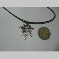 """Ganja """" maras """" tráva  kovový chrómovaný prívesok na krk na plastikovej šnúrke s kovovým zapínaním"""