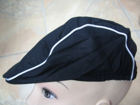 čierna čiapka Rude Boy s bielymi tenkými prúžkami 100% bavlna Univerzálna veľkosť vzadu prispôsobivá pohodlná guma