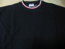 čistá čierna mikina bez kapuce s červenobielym lemom okolo krku