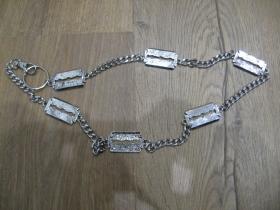kovová reťazová kľúčenkana nohavice chrómovaná, na koncoch s krúžkom a karabínkou dĺžka 70 cm  motív žiletka