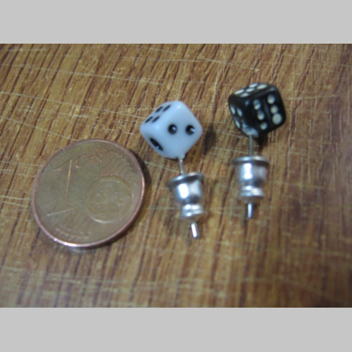 3cbc1a3d1 Náušnica kocka čierna a biela na výber, rozmery cca 5x5x5mm materiál plast  ...
