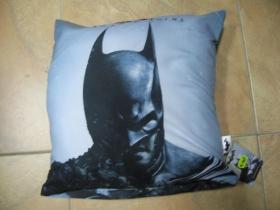 Batman vankúš rozmery cca. 40x40cm materiál povrch 100%bavlna, materiál vnútro 100%polyester