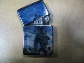 Amon Amarth doplňovací benzínový zapalovač s vypalovaným obrázkom (balené v darčekovej krabičke)