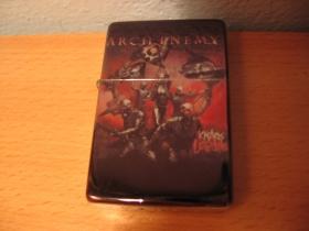 Arch Enemy, doplňovací benzínový zapalovač s vypalovaným obrázkom (balené v darčekovej krabičke)