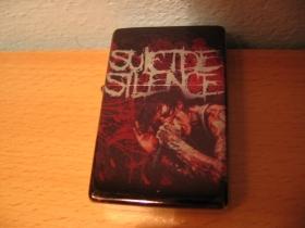 Suicide Silence, doplňovací benzínový zapalovač s vypalovaným obrázkom (balené v darčekovej krabičke)