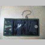 Black Metal pevná textilná peňaženka s retiazkou a karabínkou, tlačené logo