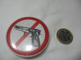 Stop zbraniam!  odznak veľký,  priemer 55mm