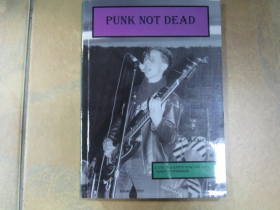 Punks not Dead kniha, brožovaná 200 strán formát A5