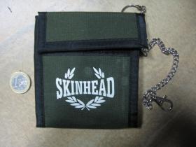 Skinhead olivová textilná peňaženka s retiazkou a karabínkou