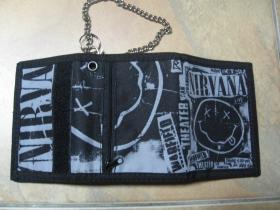 Nirvana hrubá pevná textilná peňaženka s retiazkou a karabínkou
