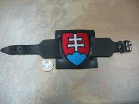 Slovensko - Slovakia čierny kožený náramok s kovovou nastaviteľnou prackou a vyšívaným logom