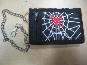 Pavučina,  hrubá pevná textilná peňaženka s retiazkou a karabínkou