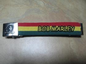 Bob Marley, hrubý čierny bavlnený opasok s vyšívaným logom kapely. Kovová posuvná pracka s vyrazeným logom. Univerzálna nastaviteľná veľkosť