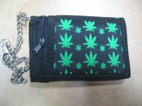 Ganja,  hrubá pevná textilná peňaženka s retiazkou a karabínkou
