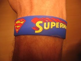 Superman, pružný gumenný náramok s vyrazeným motívom