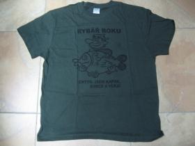 Rybár roka. Chytil som kapra, sumca a vlka!  olivovo zelené pánske tričko materiál 100%bavlna