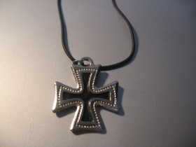 Templársky kríž kovový chrómovaný prívesok na krk na plastikovej šnúrke s kovovým zapínaním