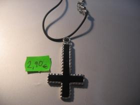 obrátený kríž kovový chrómovaný prívesok na krk na plastikovej šnúrke s kovovým zapínaním