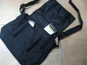 Taška cez plece čierna so zapínaním na suchý zips rozmery pri plnom obsahu cca. 22x22x10cm materiál 100%polyester