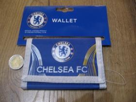 Chelsea London peňaženka s rozmermy cca. 12x7cm materiál 100% polyester, hlavné zapínanie na suchý zips, vo vnútri viacero prepážok vrátane zipsovej na mince