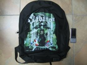 Sabaton ruksak čierny, 100% polyester. Rozmery: Výška 42 cm, šírka 34 cm, hĺbka až 22 cm pri plnom obsahu