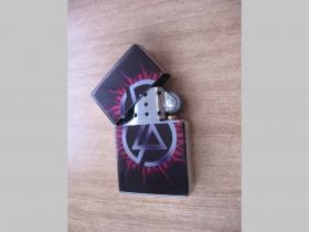 Linkin Park, doplňovací benzínový zapalovač s vypalovaným obrázkom (balené v darčekovej krabičke)