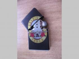 Guns n Roses, doplňovací benzínový zapalovač s vypalovaným obrázkom (balené v darčekovej krabičke)