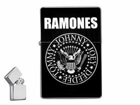 Ramones doplňovací benzínový zapalovač s vypalovaným obrázkom (balené v darčekovej krabičke)