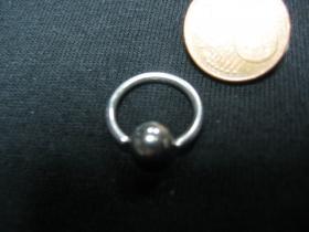 Piercing, krúžok s vyberateľnou zacvakávacou guličkou, priemer tyčky 1mm, celkový priemer 14mm, priemer guličky 5mm
