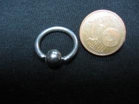 Piercing, krúžok s vyberateľnou zacvakávacou guličkou, priemer tyčky 1,5mm, celkový priemer 16mm, priemer guličky 5mm