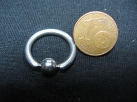 Piercing, krúžok s vyberateľnou zacvakávacou guličkou, priemer tyčky 2mm, celkový priemer 18mm, priemer guličky 5mm