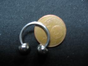 """Piercing """"čerešňa"""" so zrazenými oceľovými guličkami, celkový priemer 15mm, hrúbka tyčky 1mm,  priemer guličky 5mm"""