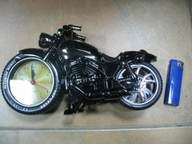 """Stolový budík """" chopper """" motorka na 1ks tužkovú batériu"""