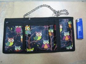 sovičky čierna pevná textilná peňaženka s retiazkou a karabínkou
