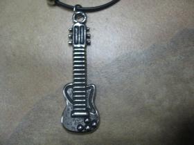 Elektrická gitara - chrómovaný prívesok na krk na plastikovej šnúrke s kovovým zapínaním