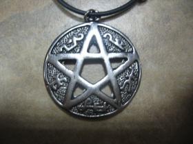 Pentagram - Bafomet chrómovaný prívesok na krk na plastikovej šnúrke s kovovým zapínaním