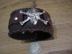 hnedý kožený náramok so zapínaním na cvok s kovovou nadstavbou LEBKA - SMRTKA